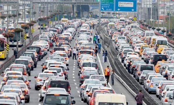 istanbul yonunde trafik durdu